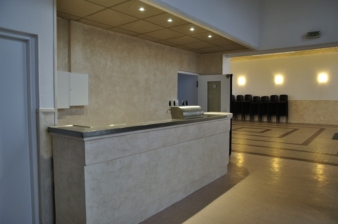 Salle principale - le bar